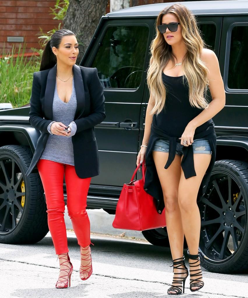 Khloe Kardashian butts 8