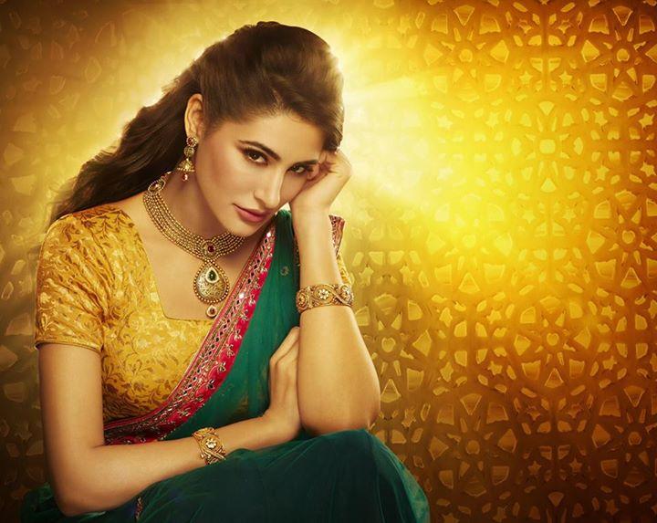 Nargis Fakhri Damas Jewelry Diwali 5