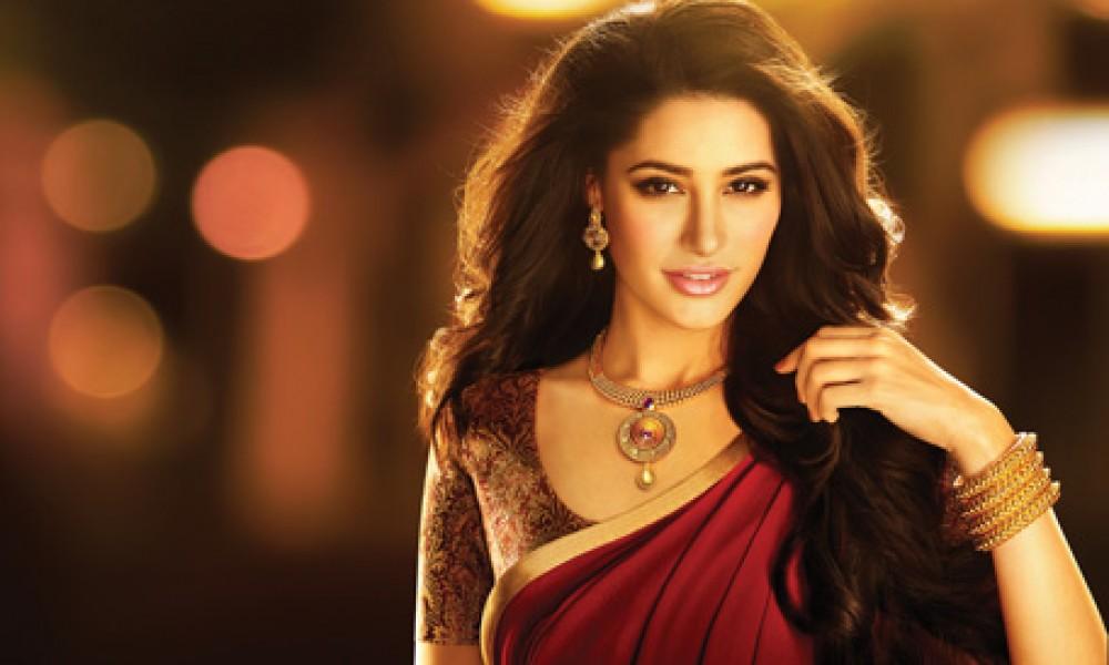 Nargis Fakhri Damas Jewelry Diwali 7