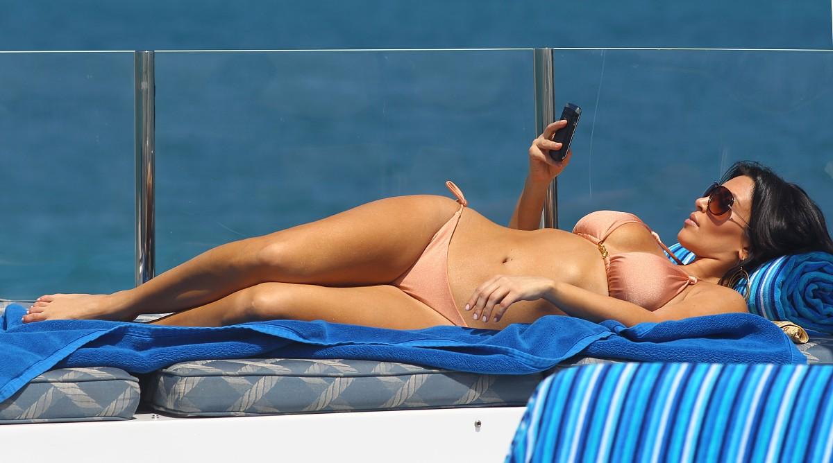 kim-kardashian-bikini-1-19