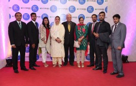 Abid, Danial, Faisal, Erab, Malik Farooq, Mrs Farooq, Amna, Azeem & Shahid (2048x1365)