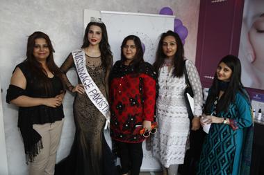 Faryal Zaki, Sana Sarfraz with guests