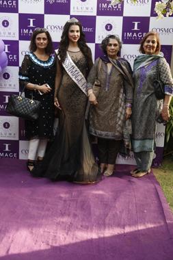 Fauzia Jaffri, Sana Sarfraz with guests
