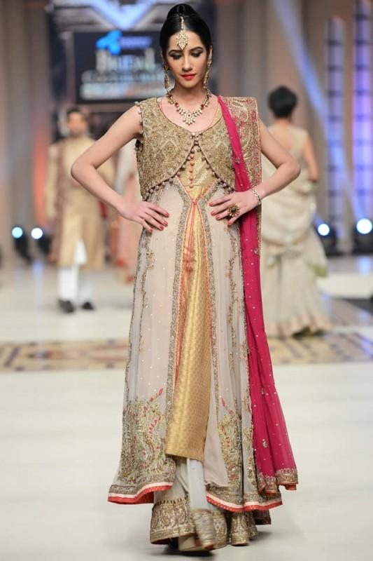Aisha-Imran-Souvenir-Collection-at-Telenor-Bridal-Couture-Week-2015-8