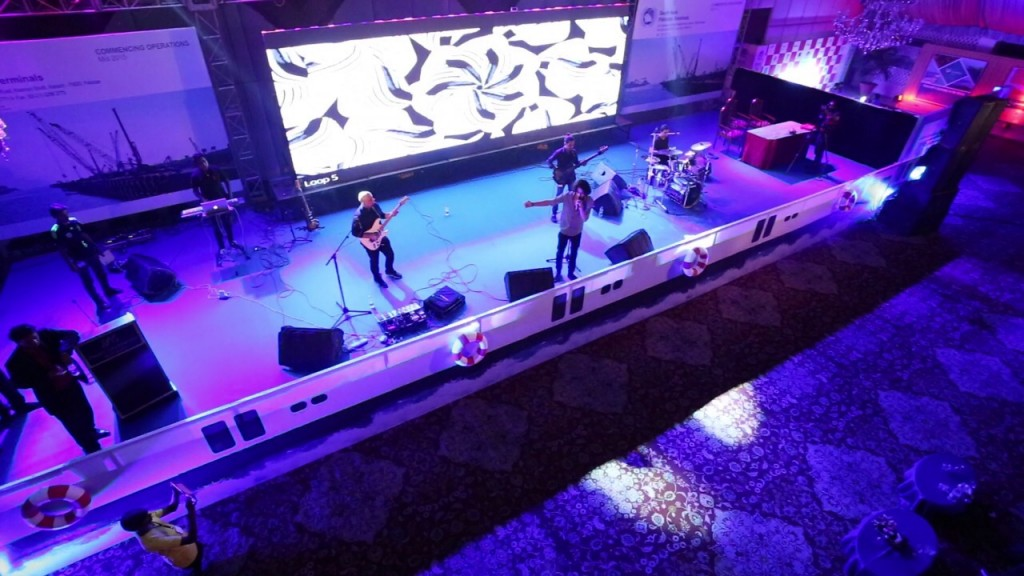 Mizmaar performing at the PIFFA Awards [Karachi] 3