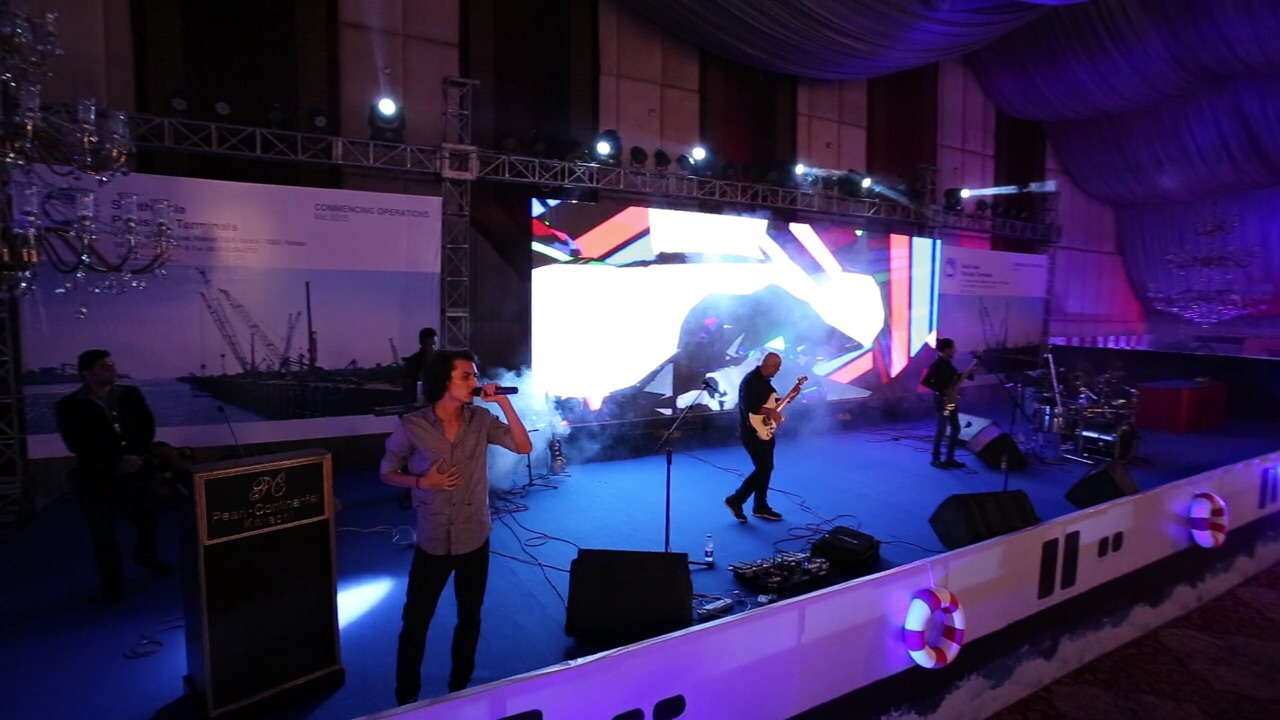 Mizmaar performing at the PIFFA Awards [Karachi] 5
