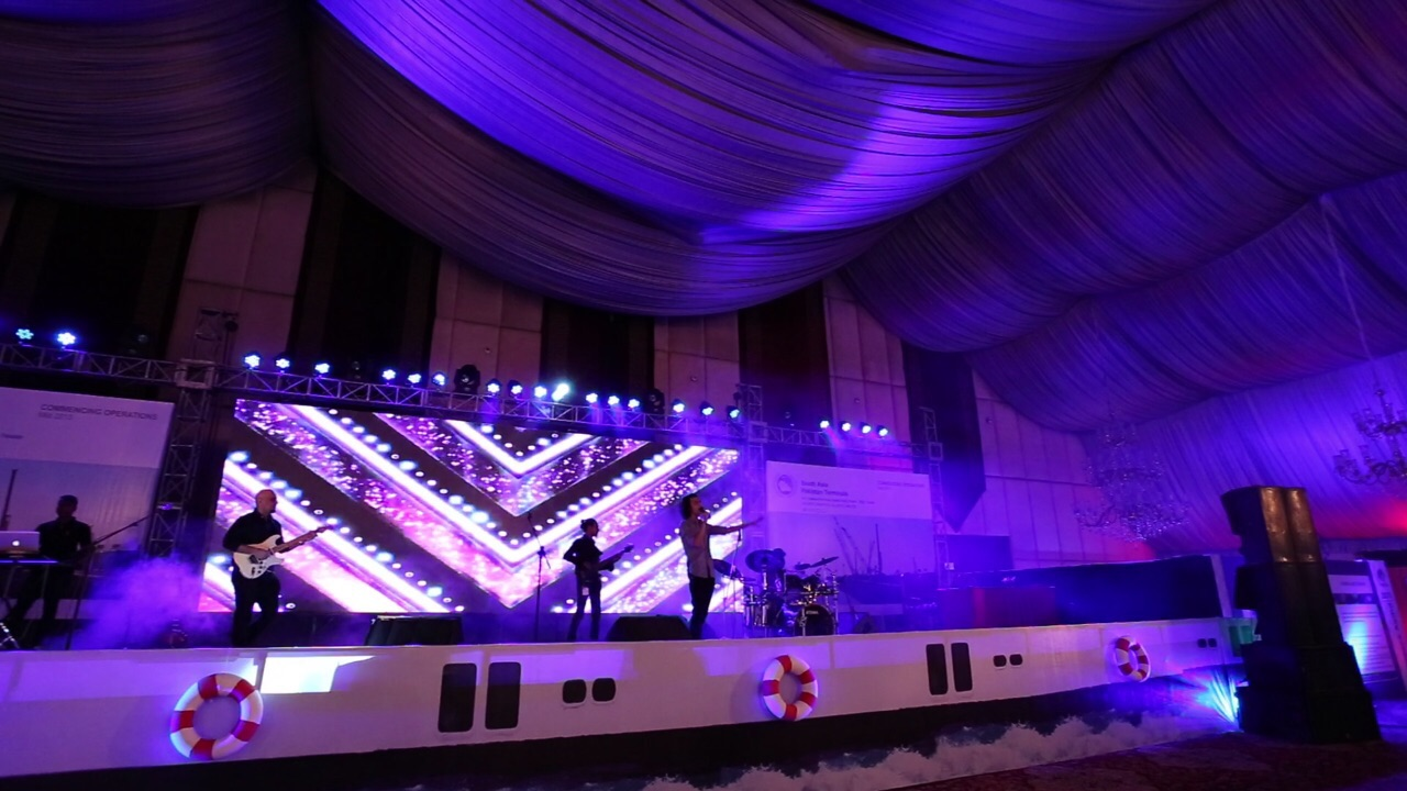 Mizmaar performing at the PIFFA Awards [Karachi] 6