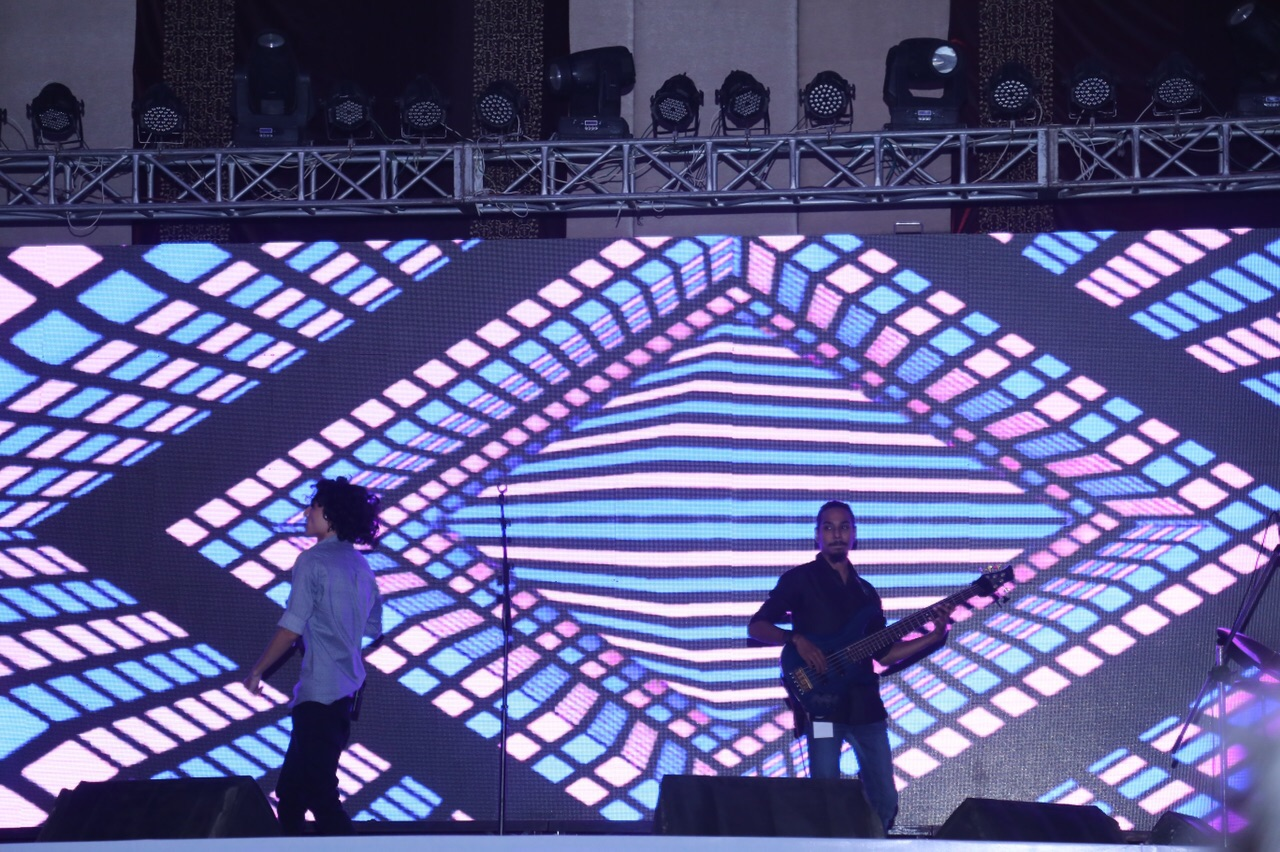Mizmaar performing at the PIFFA Awards [Karachi] 7