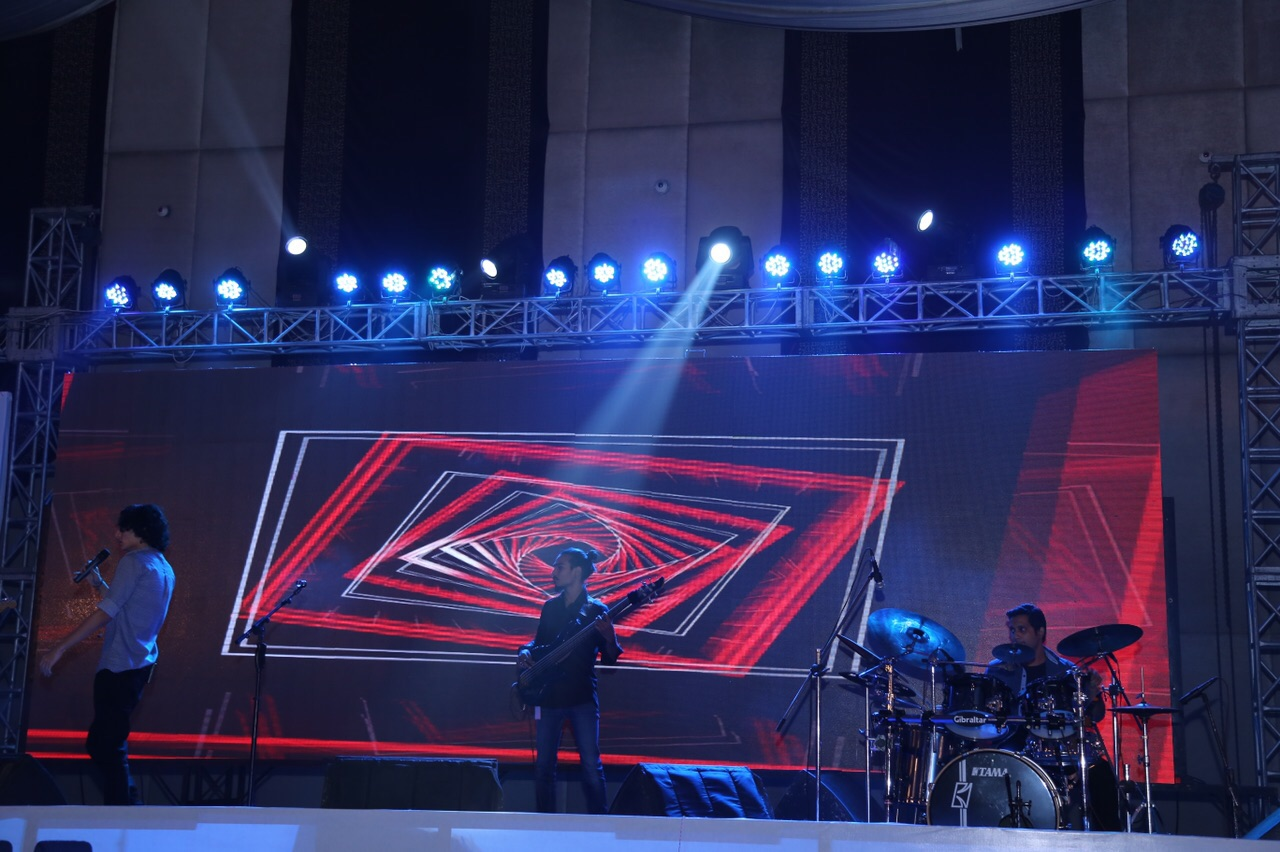 Mizmaar performing at the PIFFA Awards [Karachi] 8