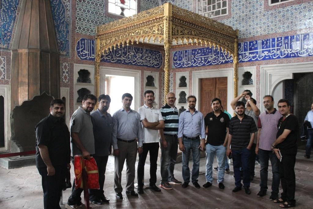 Travel agents at Topkapi Palace [2]