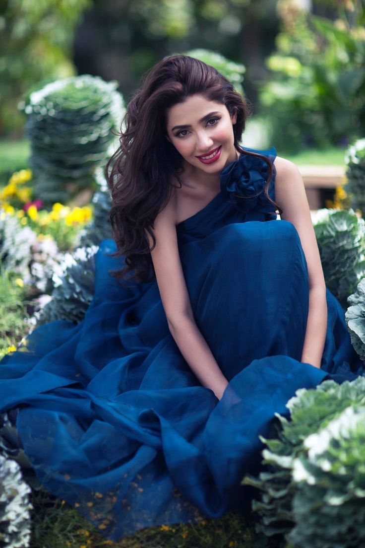 Mahira Khan in blue dress