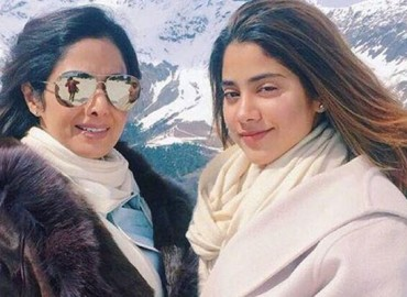 The Stunning Mother Daughter Duo Of Bollywood