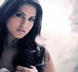 Sunny Leone Dubsmashes Like Raees