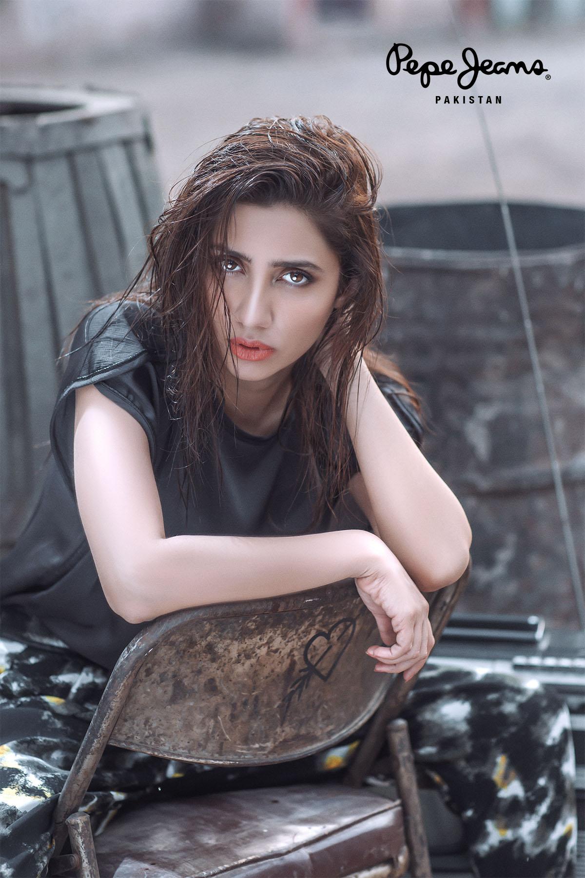 Mahira Khan Stylish Actresses in Pakistan Mediamagick