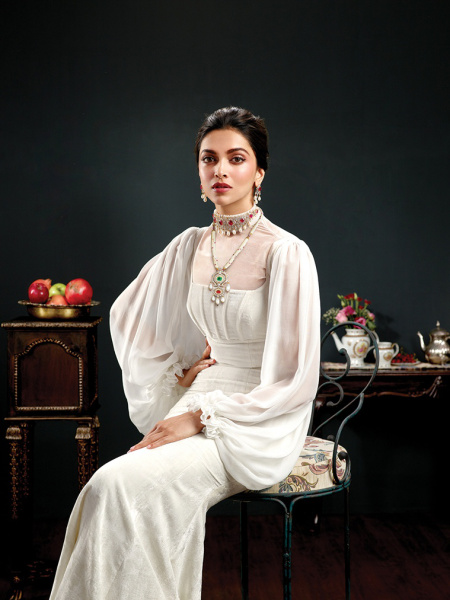Deepika Padukone Royal 1
