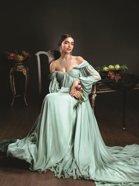 Deepika Padukone Royal 2